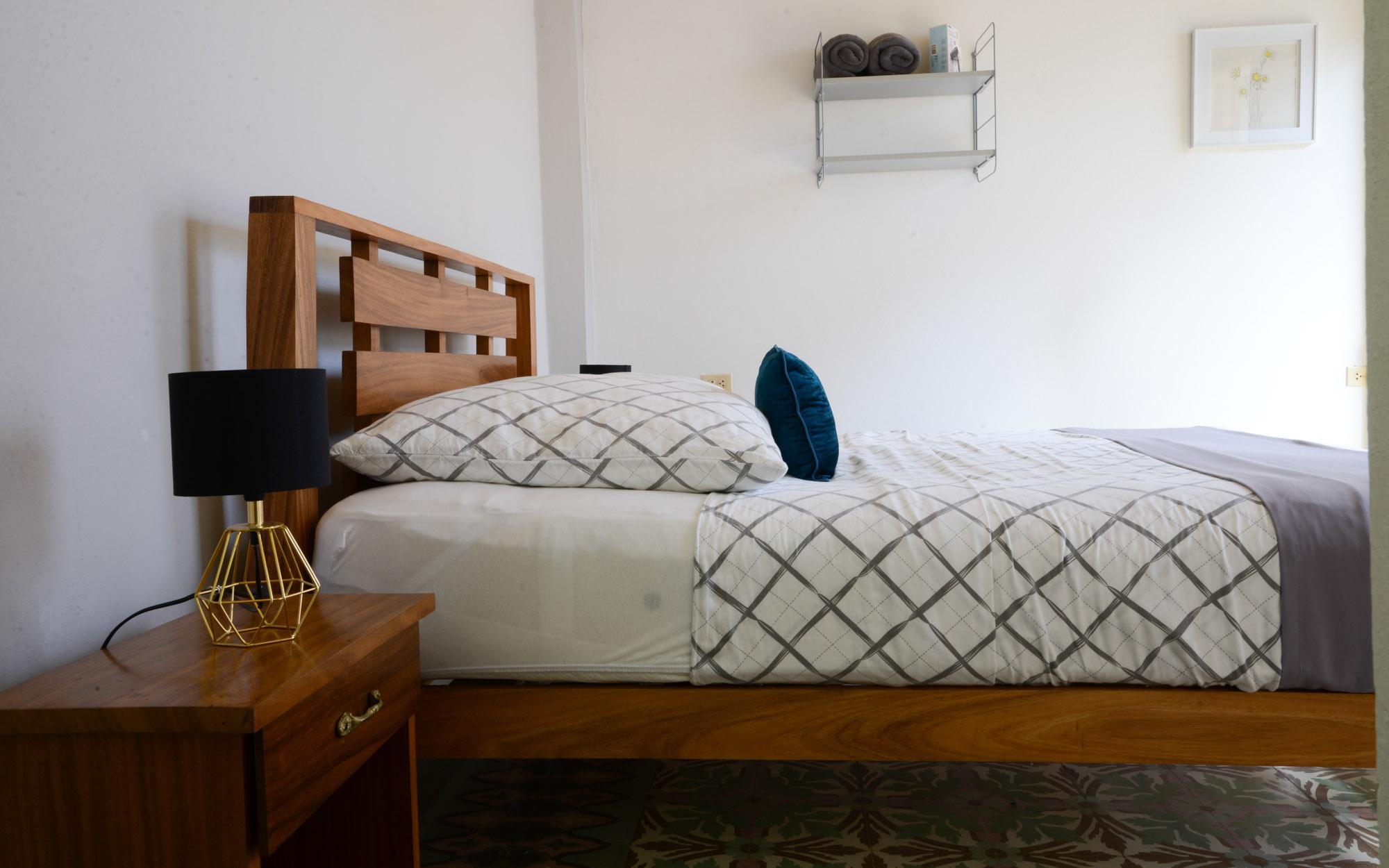 Komfortables Bett mit 1.60 x 2.00 Meter Fläche