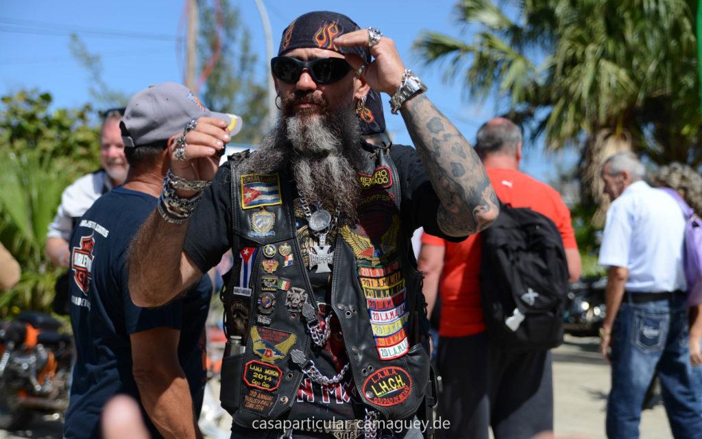 Auch auf Kuba trägt der Biker seine Kutte