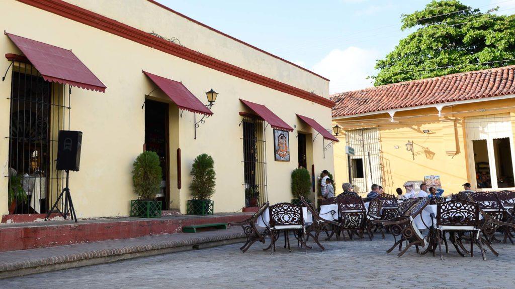 Das Restaurant 1800 bietet vor einer großartigen Kulisse beste kubanische Küche