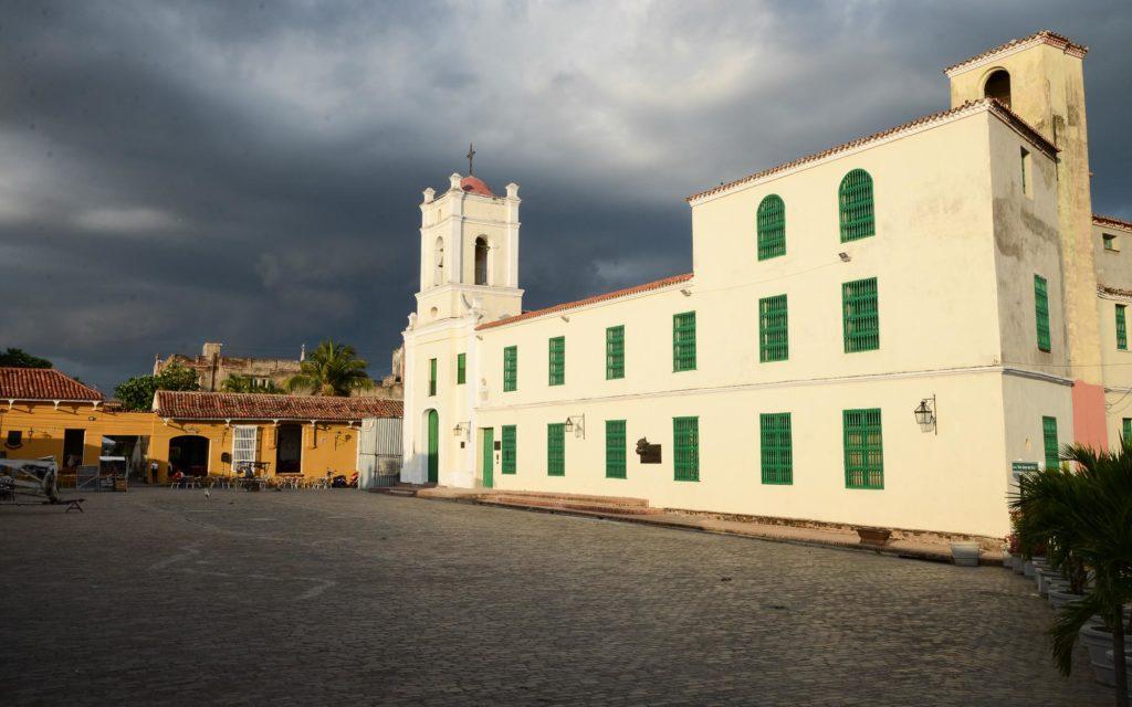 Das ehemalige Hospital und die Kirche am Plaza de San Juan de Dios