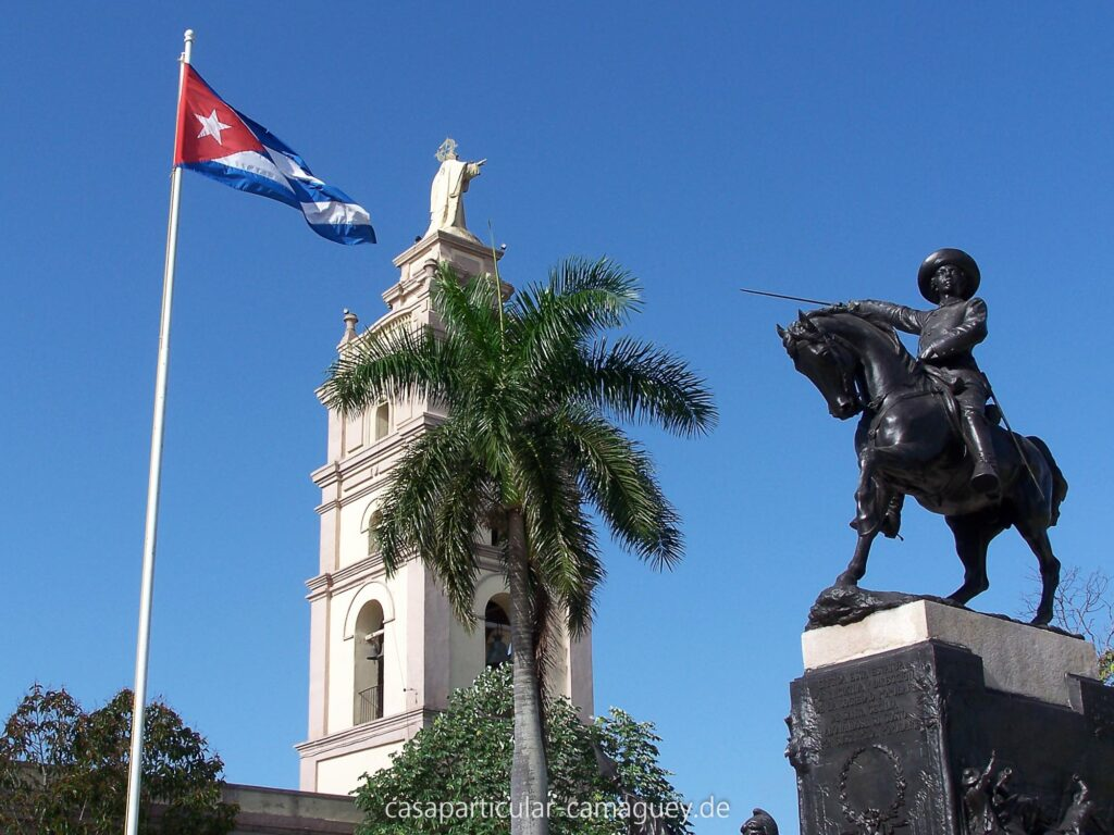 Hoch zu Ross - Denkmal im gleichnamigen Parque Iganacio Agramonte
